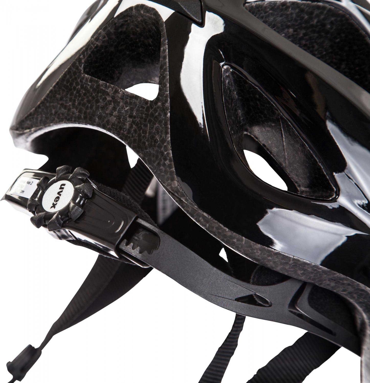 detail cyklistické přilby
